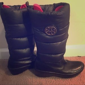 AUTHENTIC TORY BURCH 8.5 wedged puffer boots